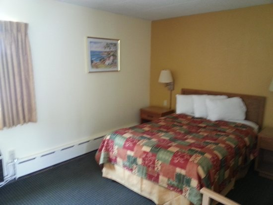 Budget Host Inn: One Double Bed Room