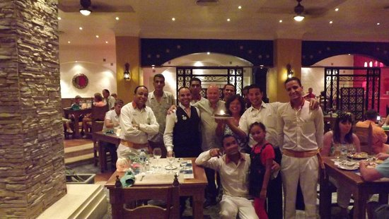 Sunrise Select Garden Beach Resort & Spa: Staff at El Paso