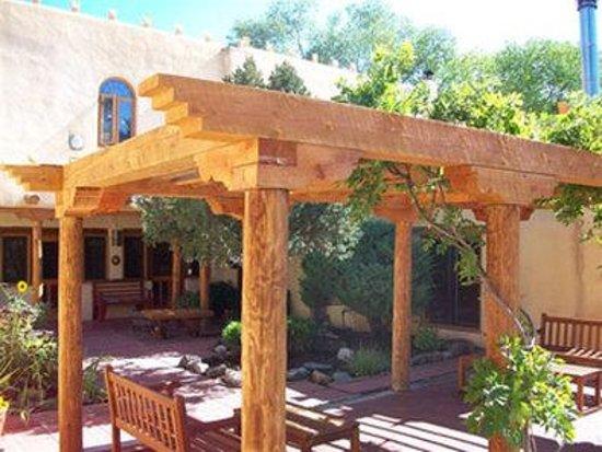 La Posada de Taos B&B: Property