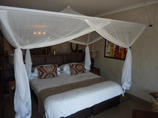 Victoria Falls Safari Club : Bedroom