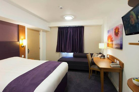 Premier Inn Peterborough North Hotel: Room