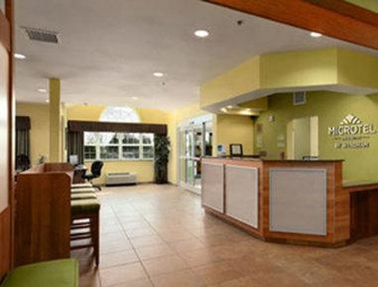 Microtel Inn & Suites by Wyndham Tuscumbia/Muscle Shoals: Lobby
