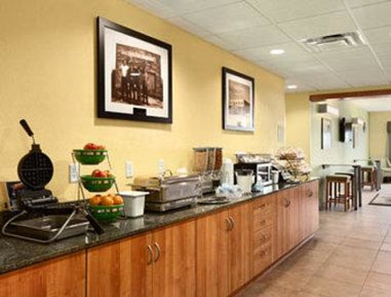 Microtel Inn & Suites by Wyndham Tuscumbia/Muscle Shoals: Breakfast Area