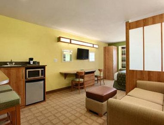 Microtel Inn & Suites by Wyndham Tuscumbia/Muscle Shoals: Suite