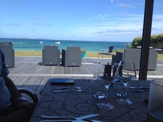 Hotel Restaurant Ker Mor : Repas dans la véranda