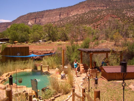 Jemez Hot Springs: Home of The Giggling Springs: Overall view of Giggling Springs