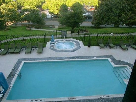 The Hotel Roanoke & Conference Center, Curio Collection by Hilton: View of pool from room