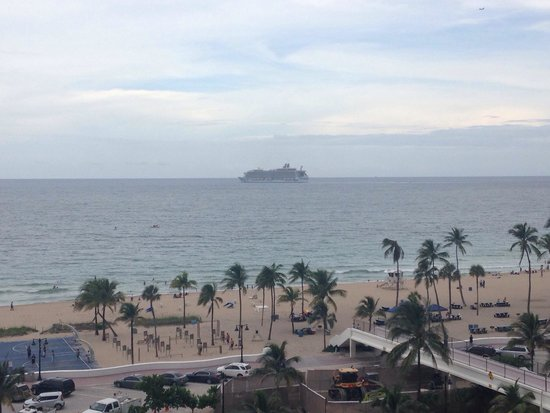 Bahia Mar Fort Lauderdale Beach - a Doubletree by Hilton Hotel: Ocean view from 8th floor balcony