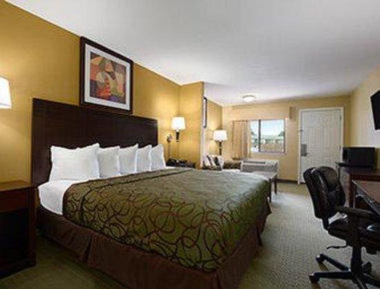 Days Inn Corsicana TX: Suite