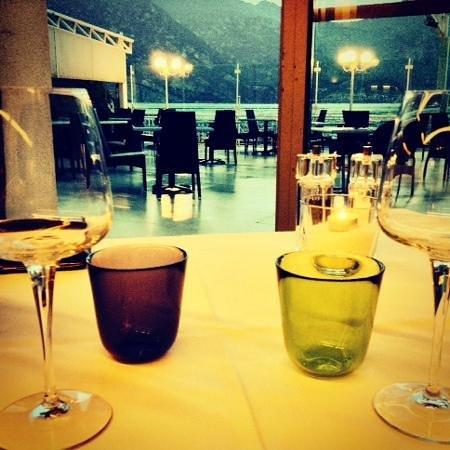 Al Corsaro: tavolo!