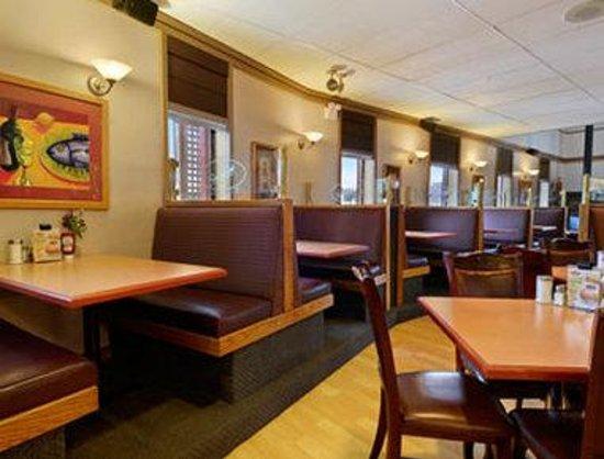Super 8 Duncan: Smittys Restaurant
