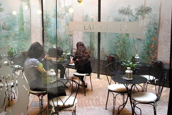 Relais Giulia : A quiet courtyard