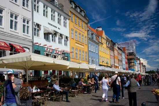 Adina Apartment Hotel Copenhagen: Nyhavn - 20 minutes away by bus #26.