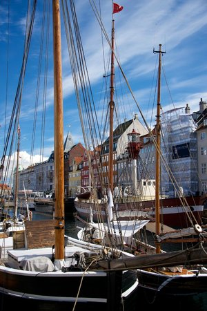 Adina Apartment Hotels CopenHagen : Nyhavn - 20 minutes away by bus #26.