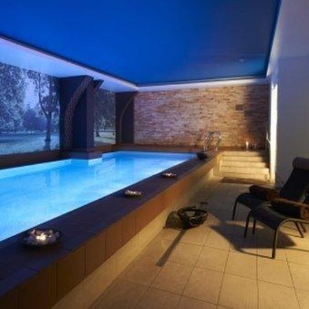 Pestana Chelsea Bridge Hotel & Spa London: Indoor Heated Pool