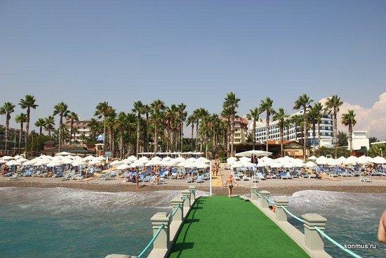 Meryan Hotel: Пляж