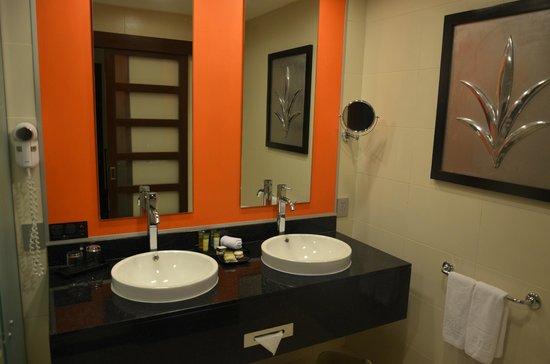 Hotel Riu Plaza Panamá: CUARTO DE BAÑO