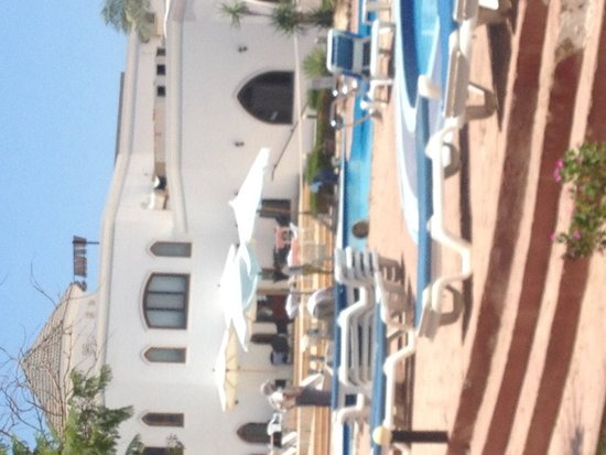 """Viva Sharm Hotel : Work being done on the """"loud"""" po"""