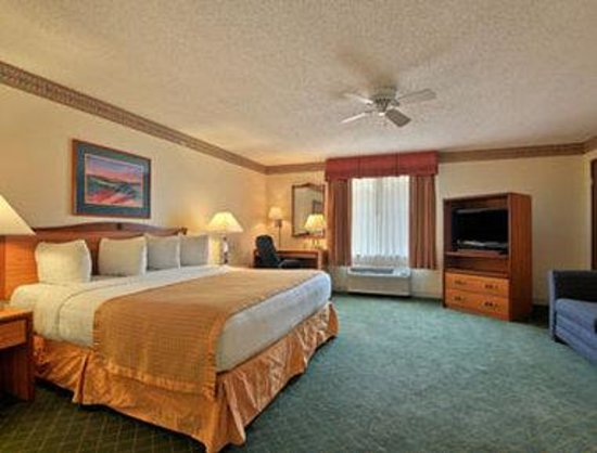 Baymont Inn & Suites Conroe/The Woodlands: Suite