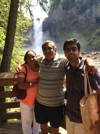 Snoqualmie Falls : falls  as the background