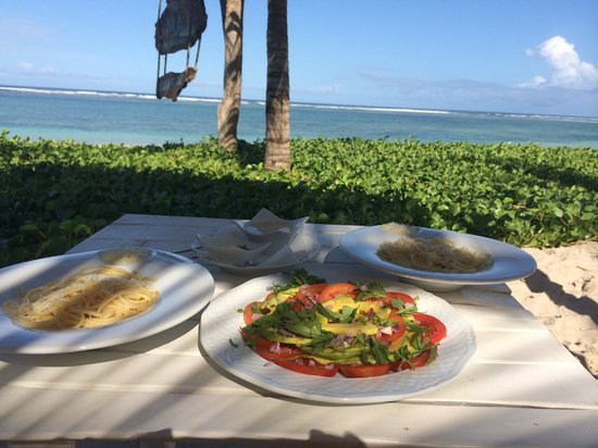 The Maji Beach Boutique Hotel: Lunch by the beach