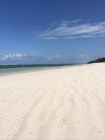 The Maji Beach Boutique Hotel: White powder sand beach