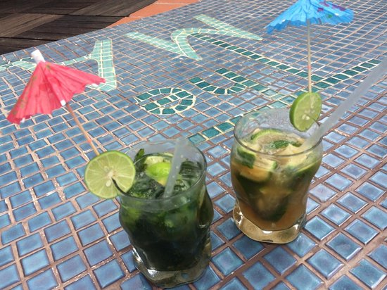 The Maji Beach Boutique Hotel: Cocktails at the pool
