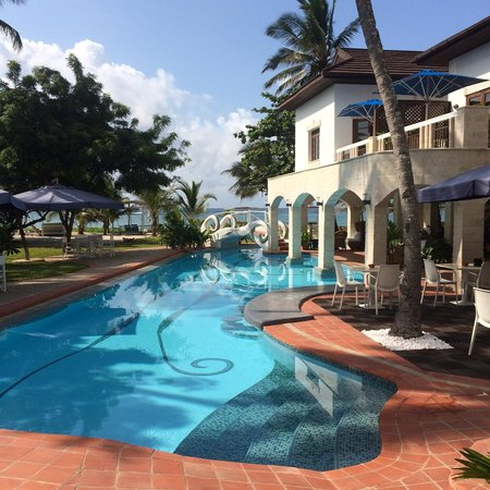 The Maji Beach Boutique Hotel: Stunning design of the whole pool area