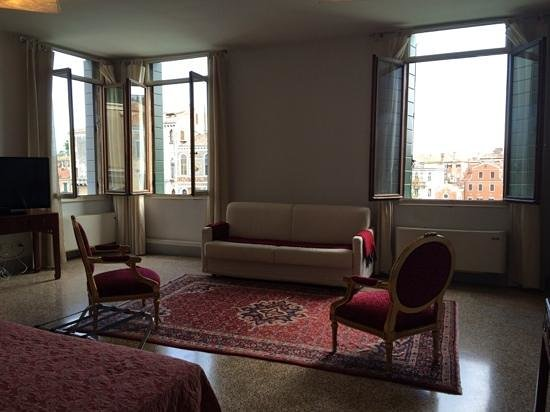 Casa de Uscoli: Master bedroom in the Salute Suite