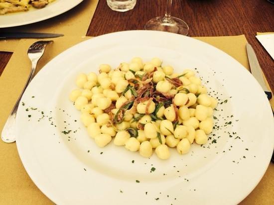Osteria del Galletto: gnocchetti speck zucchine e agrumi