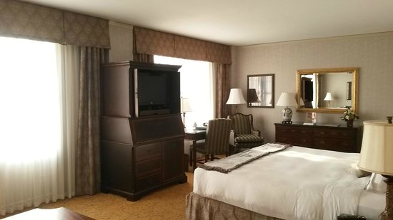 The Brown Hotel: Room decor and layout.