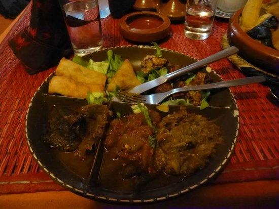Tajine Wa Tanjia : Assiete de degustation : viande, aubergine,poulet,poivrons rouges : 115 dh