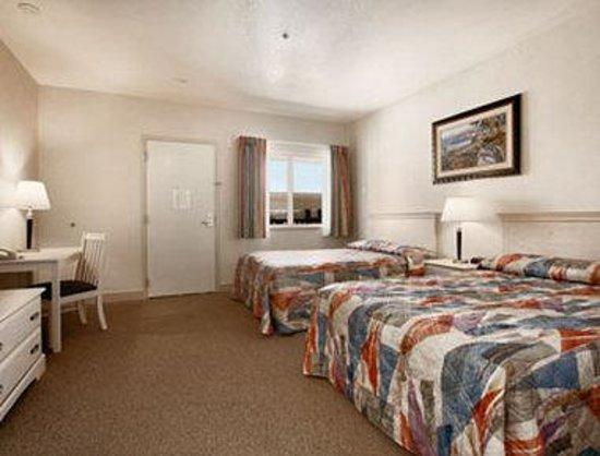 Howard Johnson Marina at Monterey Bay: Standard Two Double Room