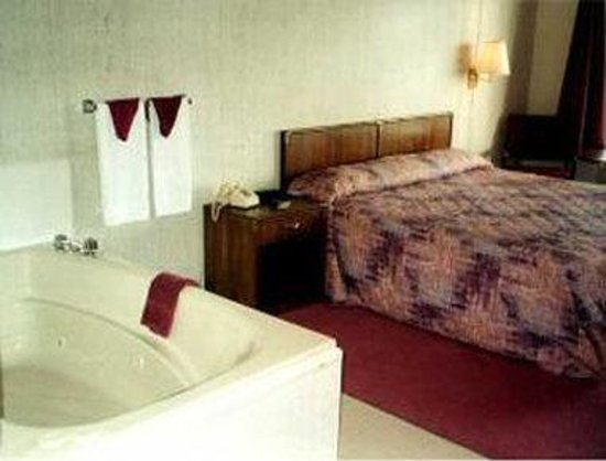 Knights Inn & Suites Branson : Jacuzzi Suite - King Bed