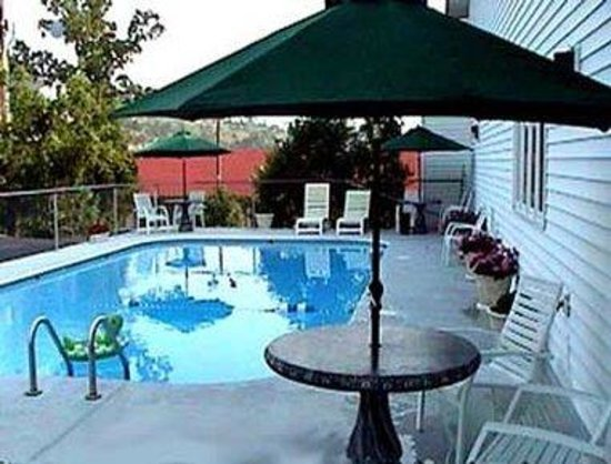 Knights Inn & Suites Branson : Outdoor Pool