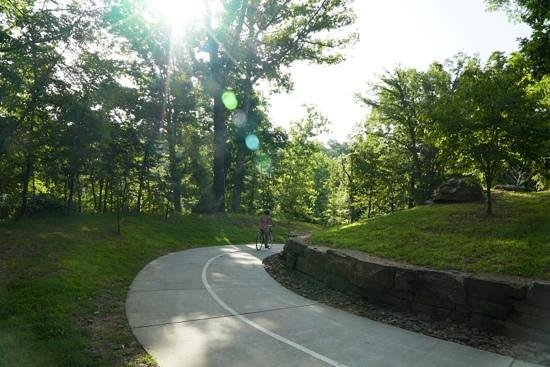 Crystal Bridges Museum of American Art: bike trail