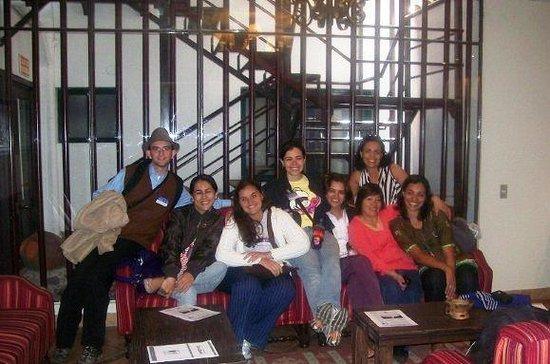 Casa Andina Standard Cusco San Blas: Na sala de espera do Hotel com os amigos e um chazinho de coca!