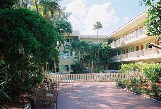 Beach Plaza Hotel: Exterior View