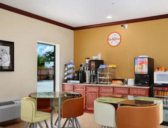 Airway Inn: Breakfast Area