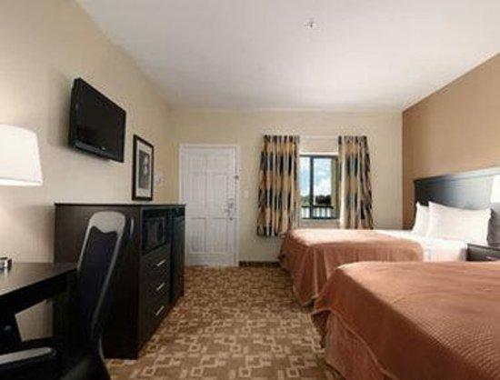 Airway Inn: Standard Two Queen Bedroom