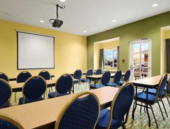 Microtel Inn & Suites by Wyndham Opelika: Meeting Room