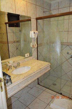 Hotel Serra da Estrela: banheiro com aquecimento