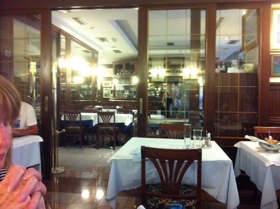 Ristorante Pizzeria Benaco: inside dinning