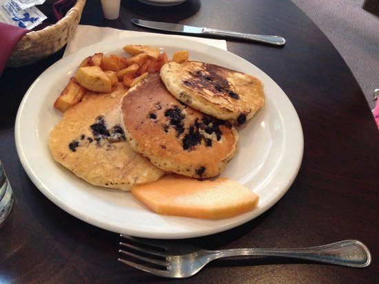 Richmond Grill: Blueberry pancakes and home fries