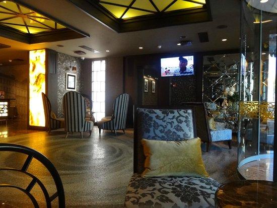 SemaraH Hotel Metropole: Холл