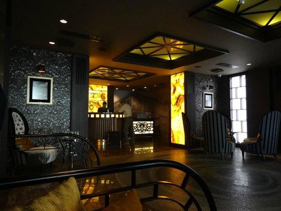 SemaraH Hotel Metropole: Респшн