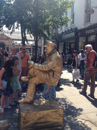 Covent Garden: Living statue