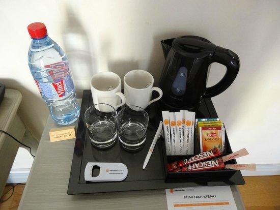 SemaraH Hotel Metropole: Чайный уголок в номере