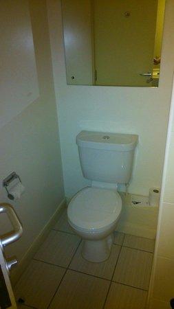 Jurys Inn Sheffield: Toilet