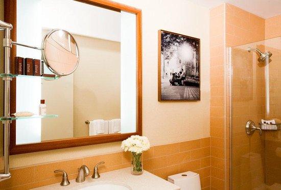 Sheraton Tribeca New York Hotel: Guest Room Bathroom